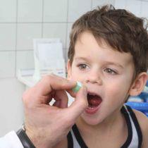 Как дать ребенку таблетку