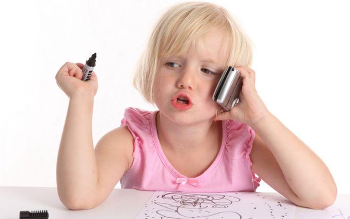Какой телефон купить ребенку — критерии выбора