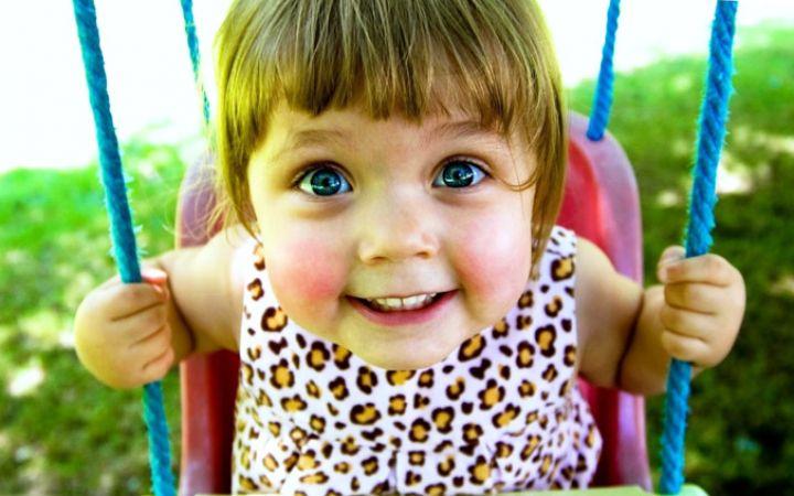 Почему у ребенка краснеют щеки