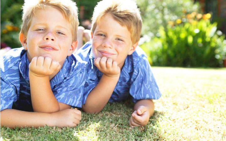 Как воспитывать близнецов