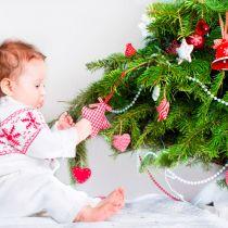 Как наряжать ёлку с ребенком