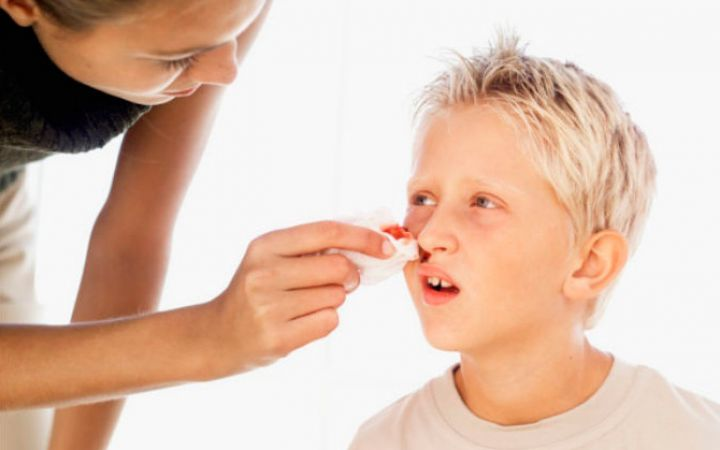 У ребенка часто идет из носа кровь