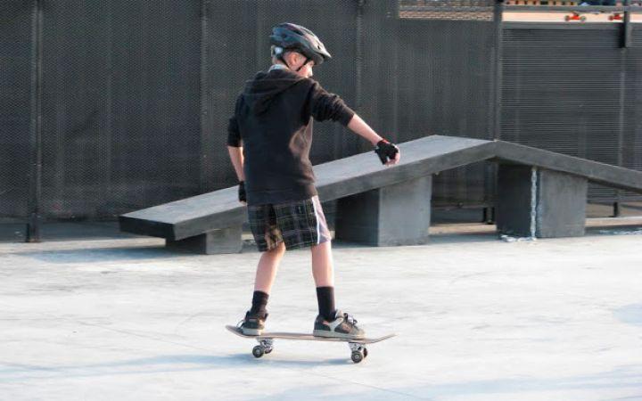 Как научить ребенка кататься на скейте
