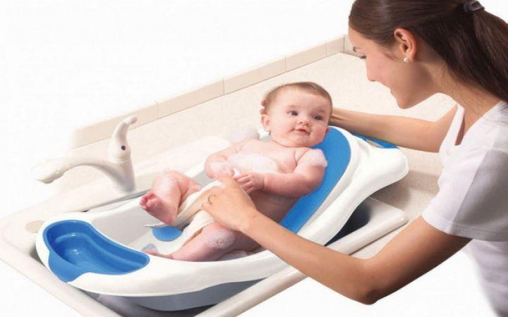 Как купать новорожденного ребенка первый раз дома?