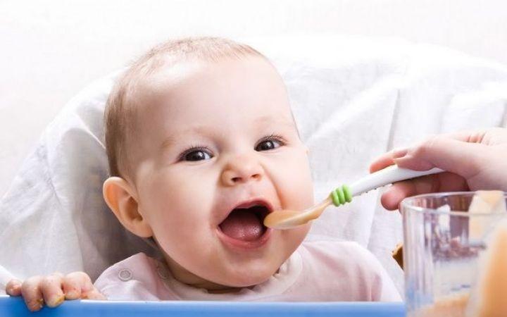 Как вводить прикорм ребенку 5-6 месяцев