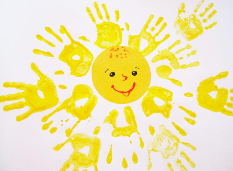 Детские рисунки из детских ладошек