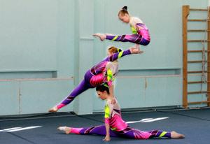 akrobatika-dly--detey