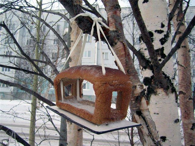 Кормушка для птиц из доски 200