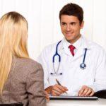 женщина с эндометриозом у врача